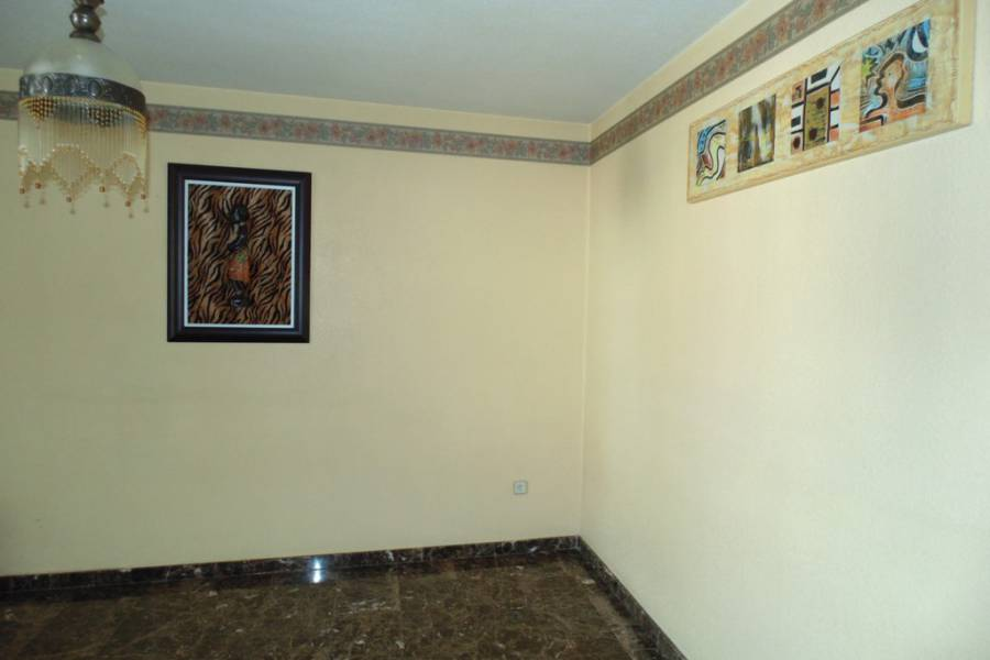 Resale - Apartment / Flat - Alicante City - Alicante - Los Angeles