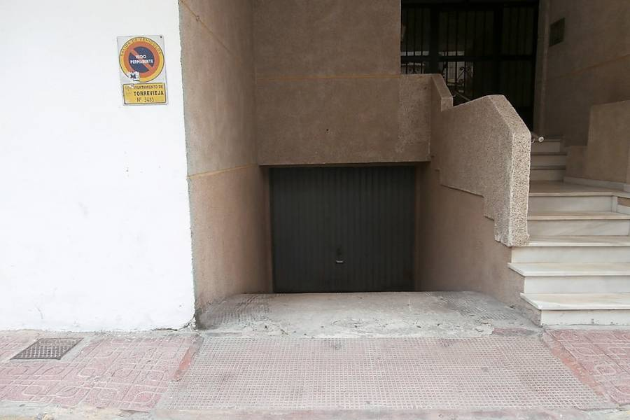 Resale - Garage - La Mata - La Mata Center